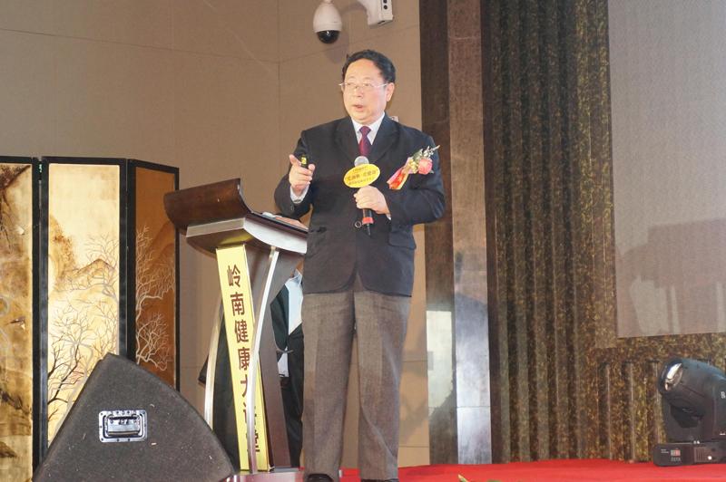 中山大学中西医结合研究所所长、主任医师吴伟康教授讲授